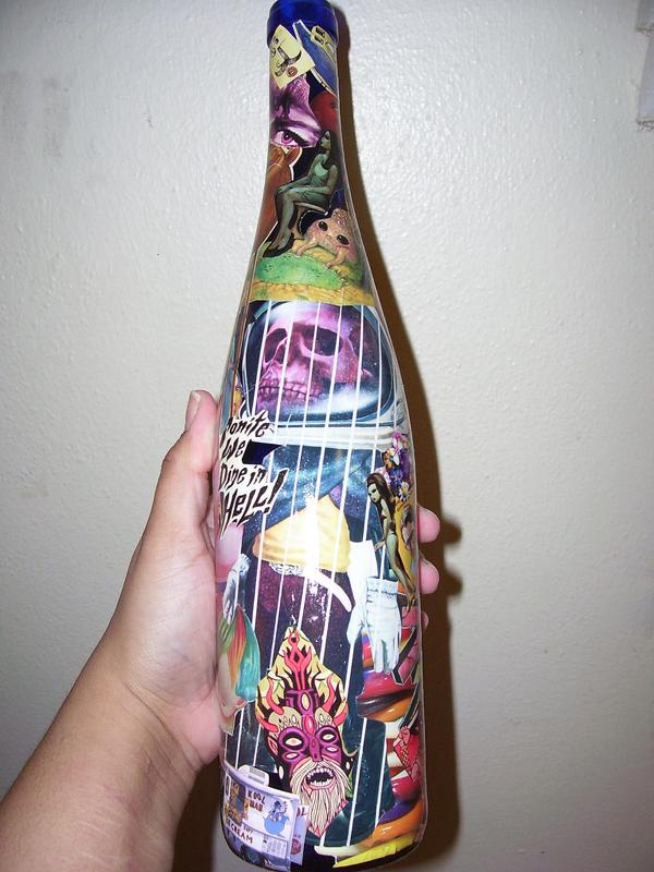garrafa de vidro com decoupage