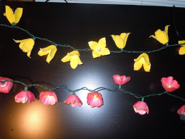 cordão com flores com caixa de ovos