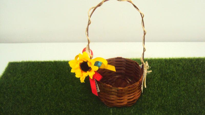 cesta decorada com flor