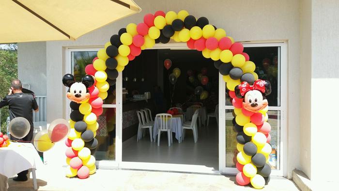 arco de balões minie mickey