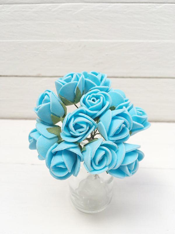 flor em eva azul no arranjo