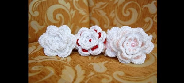 flor de croche com perola