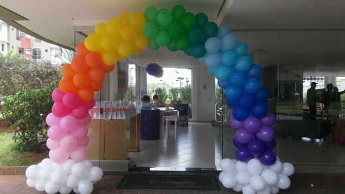arco de balões arco iris