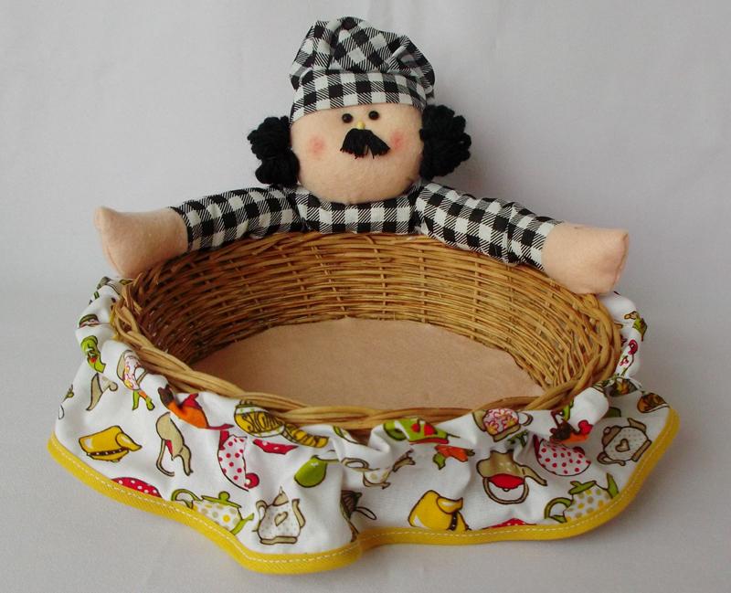 cesta decorada com boneco