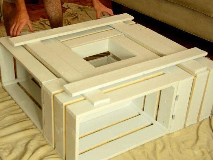 mesa de caixa de madeira clara