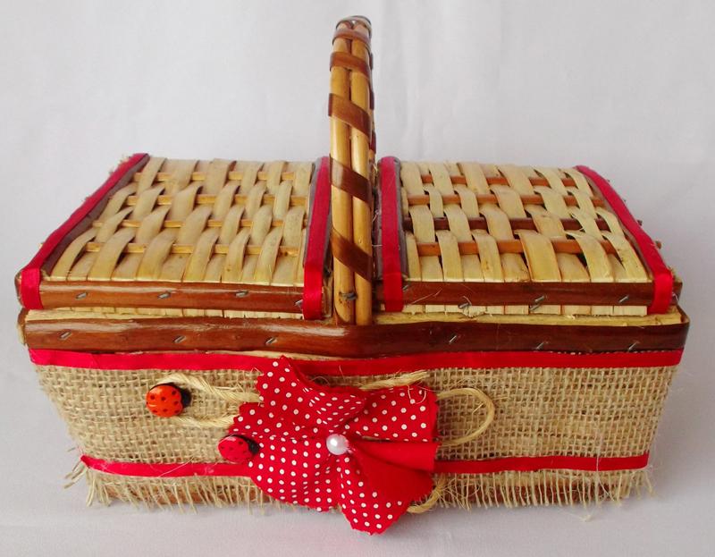 cesta decorada com juta
