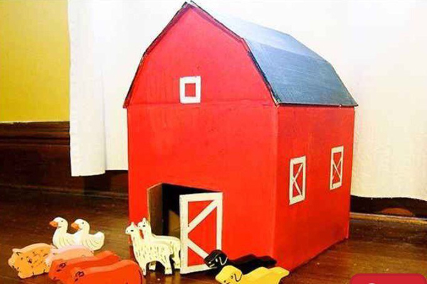 casa de papelão com janela