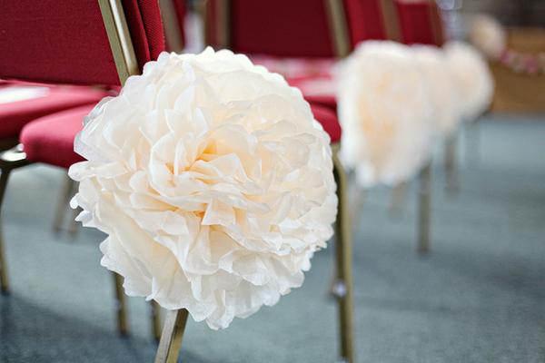 pompom de papel crepom no casamento