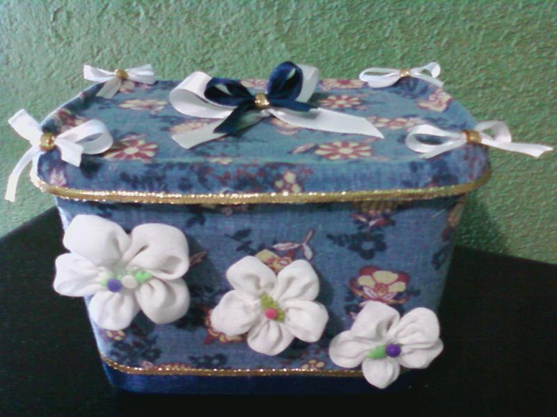 pote de sorvete decorado com flores