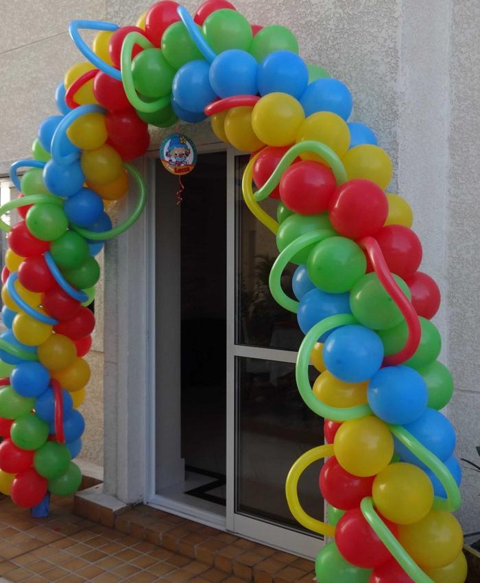 arco de balões com balão comprido