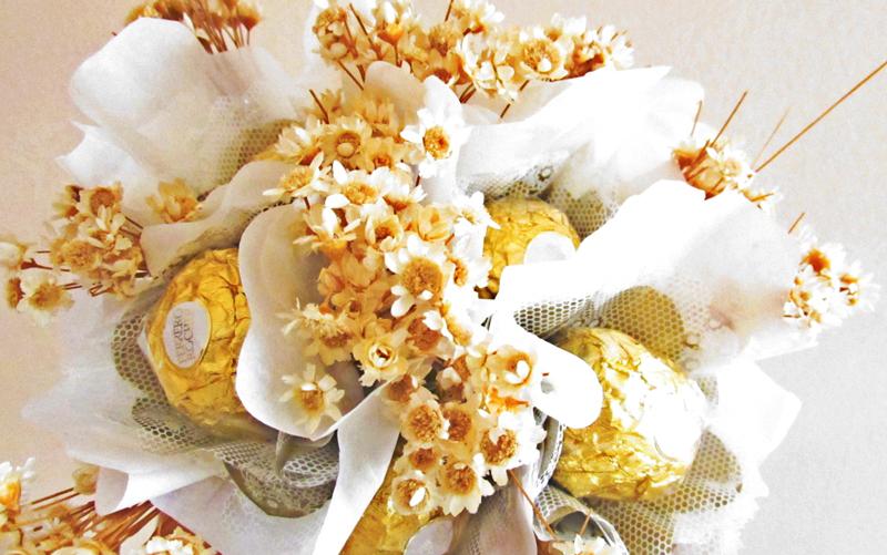 bouquet de bombom ferrero rocher e flores