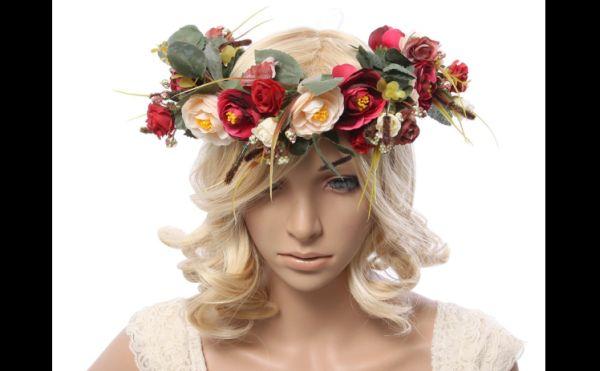 coroa com flores vermelhas