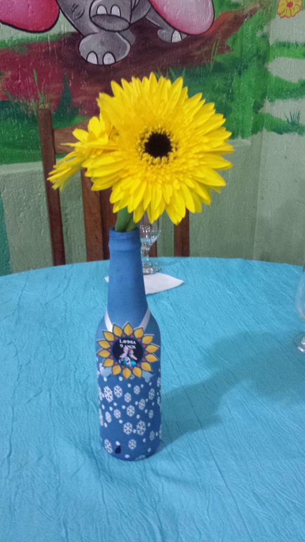 garrafa de vidro com decoração