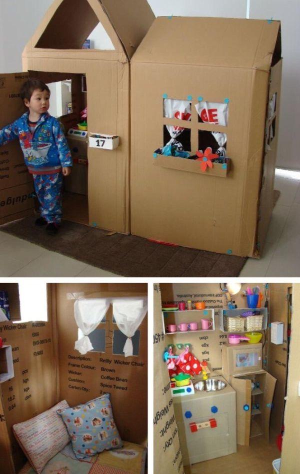casa de papelão com porta