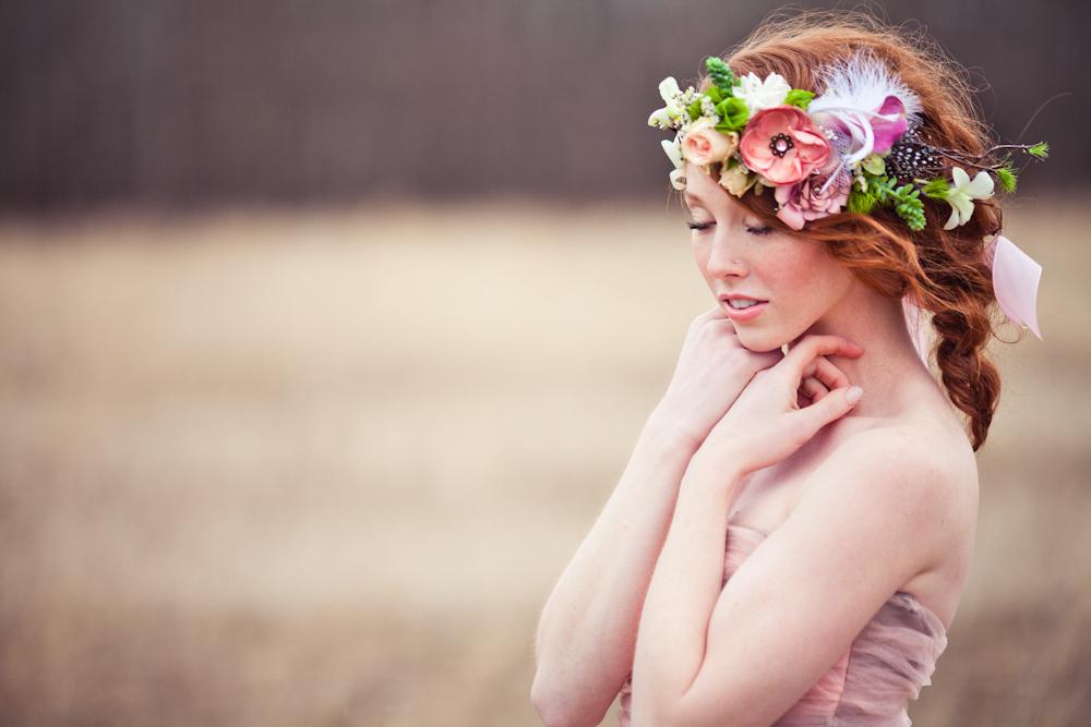 coroa com flores coloridas