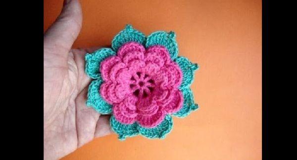 flor de croche com folha