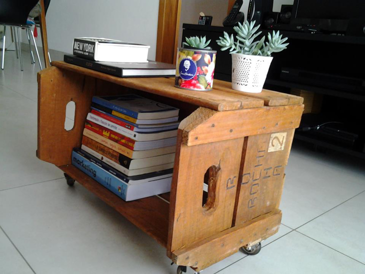 mesa de caixa de madeira simples
