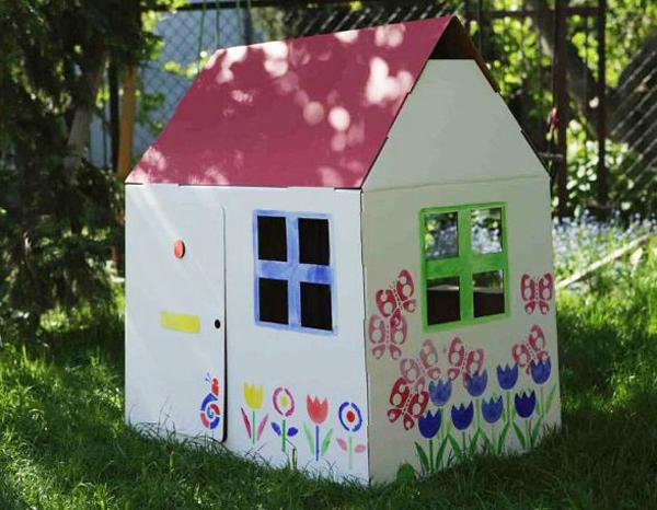 casa de papelão colorida
