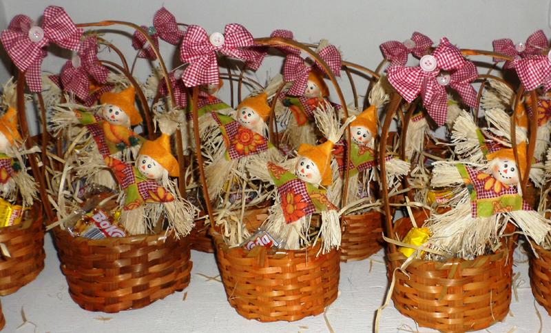 cesta decorada com espantalho