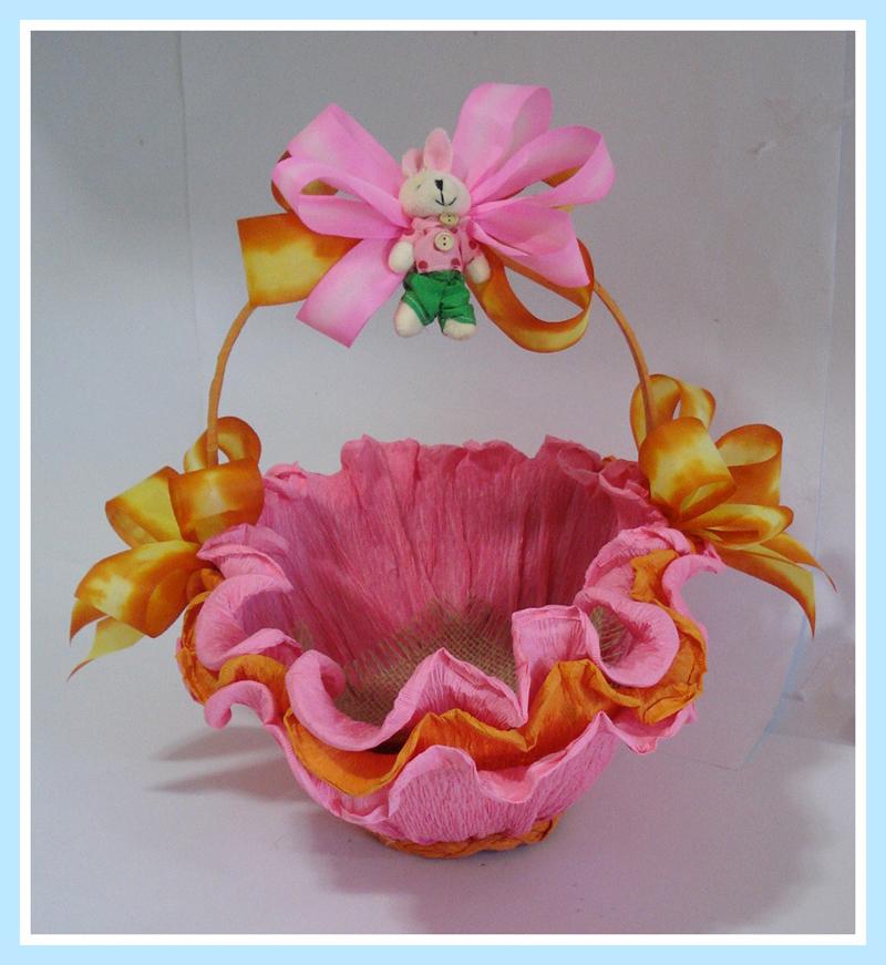 cesta decorada com fitas