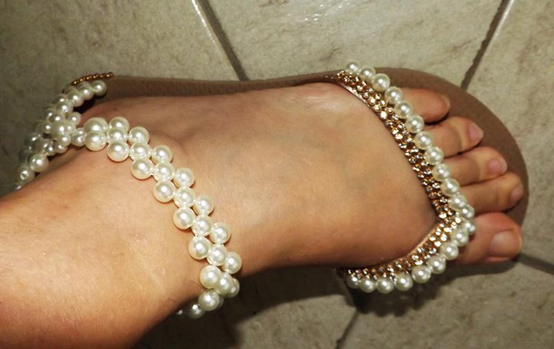 sandalia decorada com perola