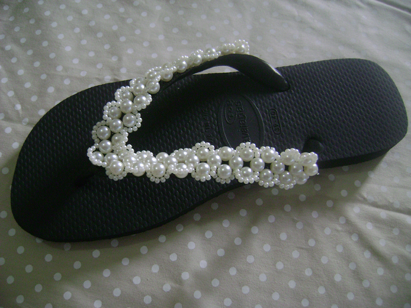 chinelo customizado com perolas e strass