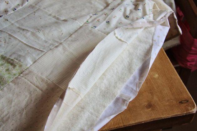 enchimento na colcha de retalhos de tecido