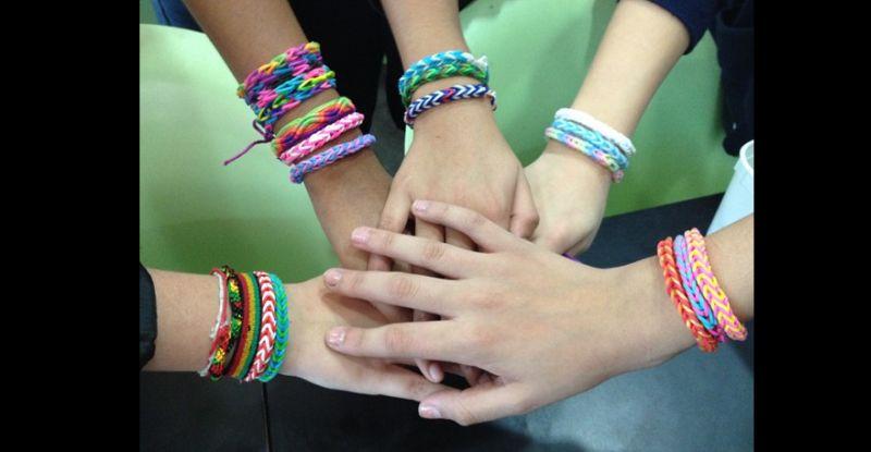 pulseira com cores