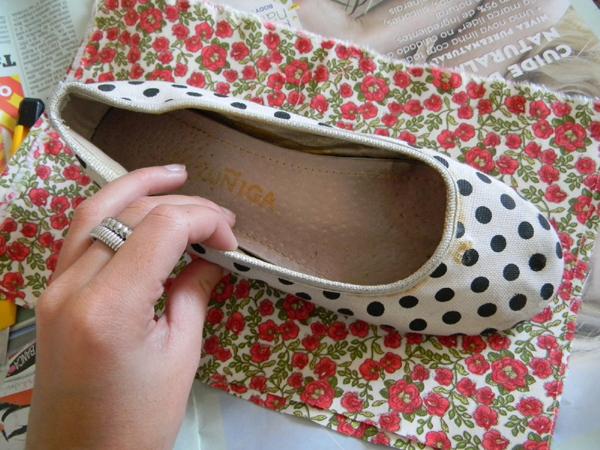 8b327acbfd Como Customizar Sapatos  15 ideias com Tecido - Artesanato Passo a ...