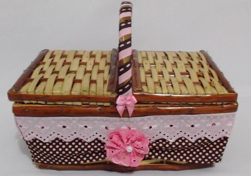 cesta decorada com fuxico e tecido