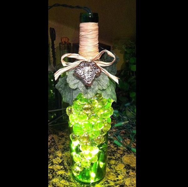 garrafa de vidro com bolinhas de gude