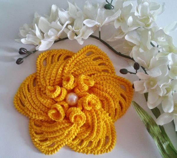 flor de croche com bico