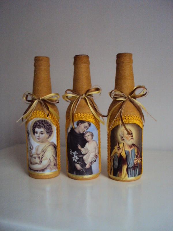 garrafa de vidro com figuras