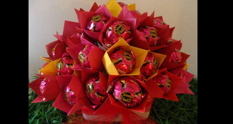 bouquet de bombom e papel