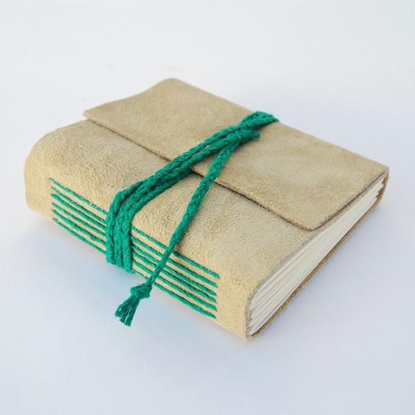 encadernação manual verde