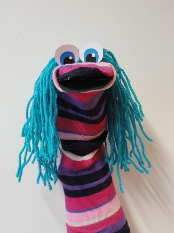 fantoche feito com meia com peruca