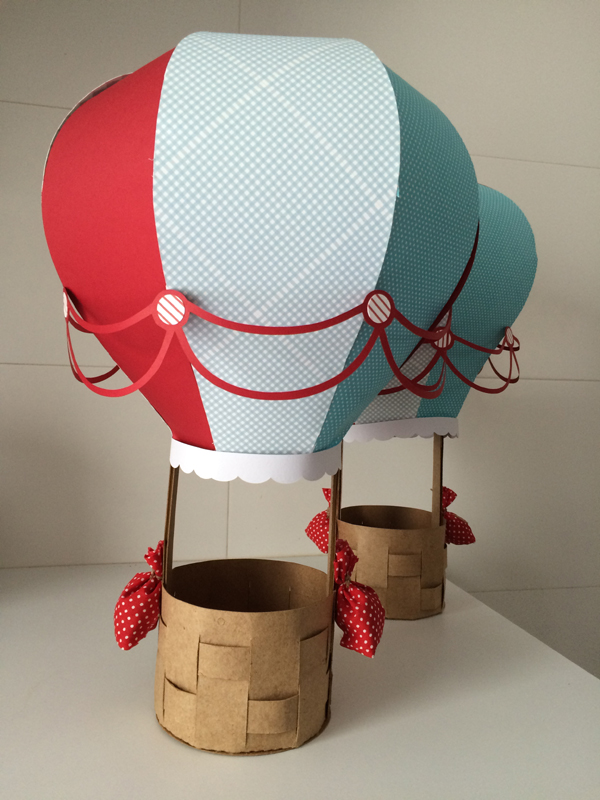 balão com papel  com detalhes