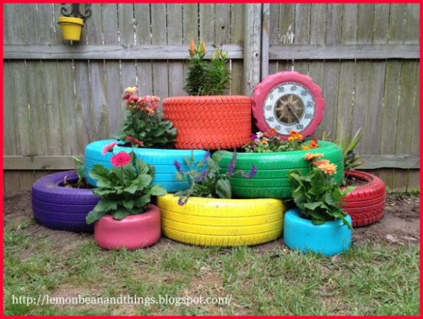 vaso de pneu no jardim