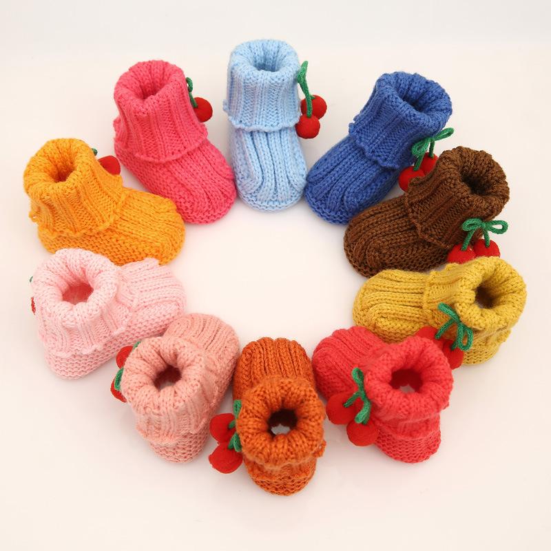 sapatinho em tricô colorido