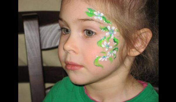 pintura em rosto verde