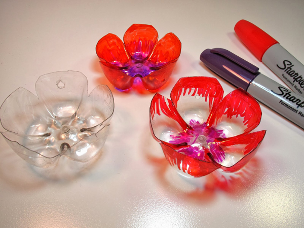 flor de garrafa pet com caneta