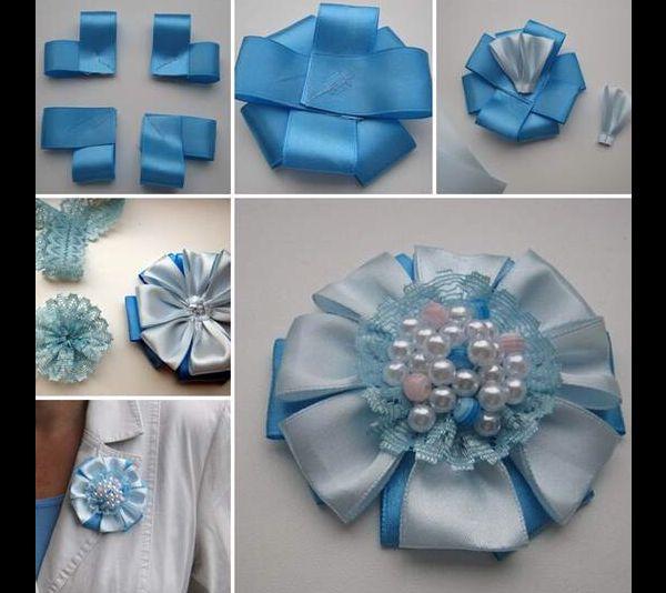 flor de fita de cetim azul e branco