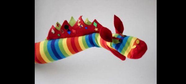 fantoche feito com meia dragão