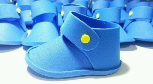 sapato de eva azul e amarelo