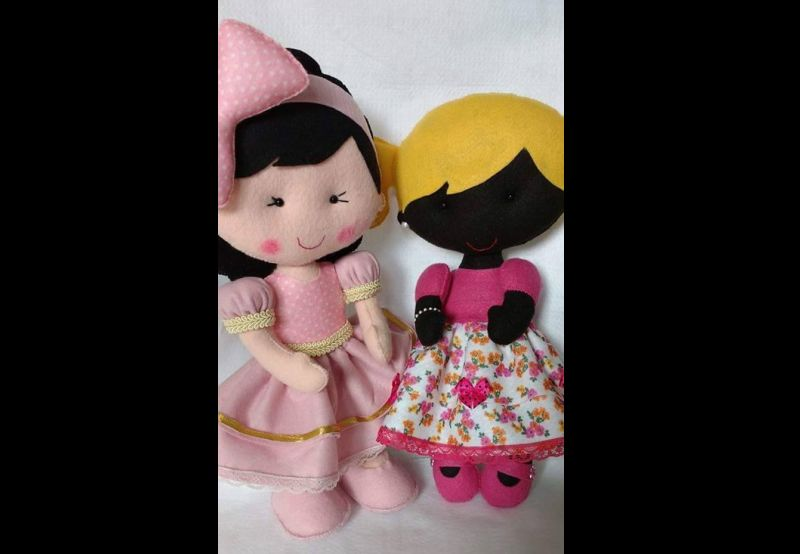 boneca em feltro fofa