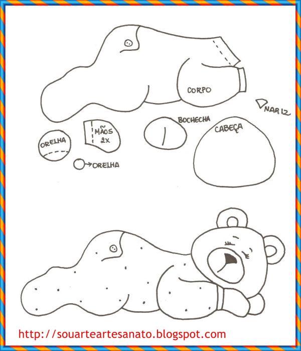 urso em feltro deitado