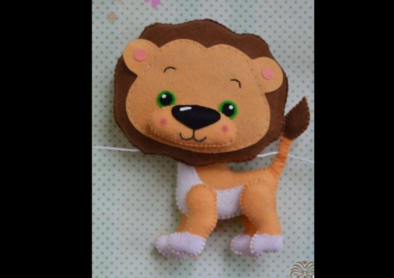 animais em feltro leão