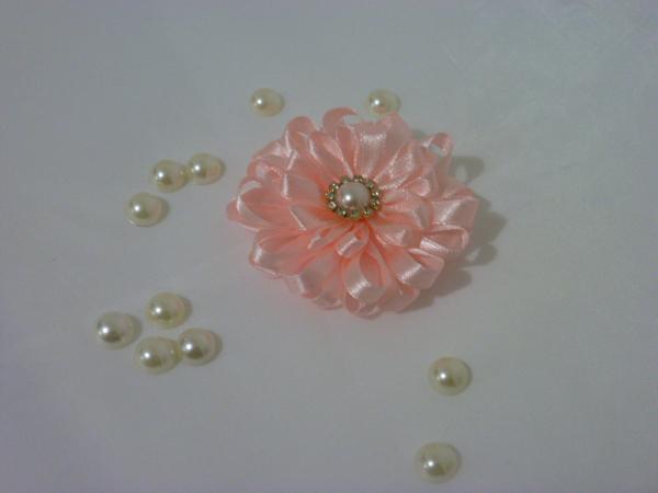 flor de fita de cetim salmão