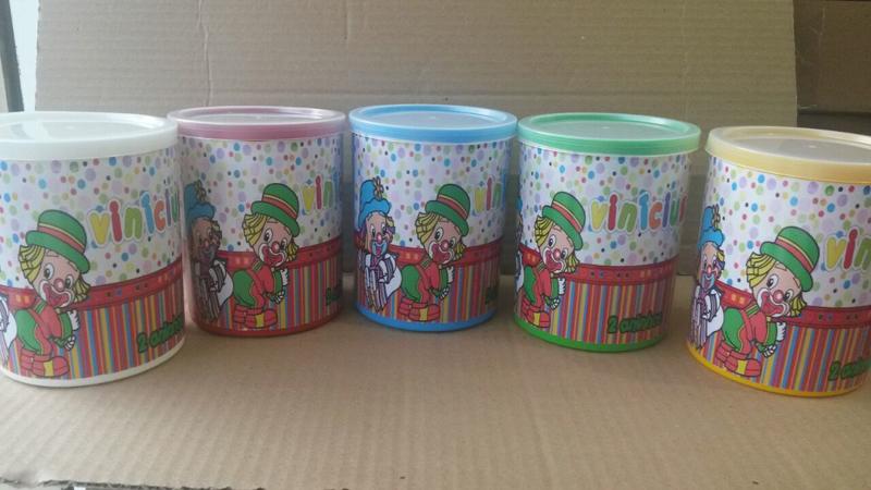 lata de leite decorada com palhaços
