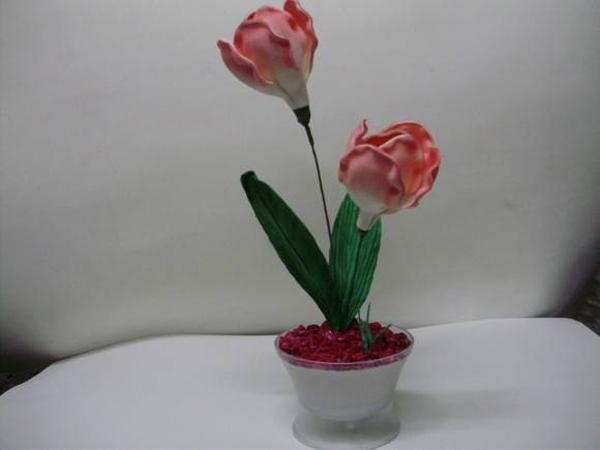 vasinho com flores feitas de EVA
